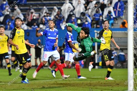 Kim Seung-gyu of Kashiwa Reysol during the J. League YBC Levain Cup Semi-final soccer match between Yokohama F. Marinos 0-1 Kashiwa Reysol at NHK Spring Mitsuzawa Football Stadium in Yokohama, Kanagawa, Japan.