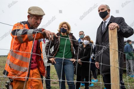 German Minister of Food and Agriculture Julia Kloeckner (C) and Premier of Brandenburg Dietmar Woidke (R) talk with a worker who builds metal fences to combat the African Swine Fever (ASF) in Eisenhuettenstadt, Brandenburg, Germany, 08 October 2020. Soldiers from the Jaeger Battalion 413 and the Brandenburg Reserve Support Company are currently deployed to combat the African Swine Fever (ASF).