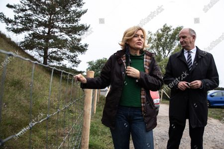 German Minister of Food and Agriculture Julia Kloeckner (L) and Premier of Brandenburg Dietmar Woidke (R) visit an area where metal fences are being built to combat the African Swine Fever (ASF) in Eisenhuettenstadt, Brandenburg, Germany, 08 October 2020. Soldiers from the Jaeger Battalion 413 and the Brandenburg Reserve Support Company are currently deployed to combat the African Swine Fever (ASF).