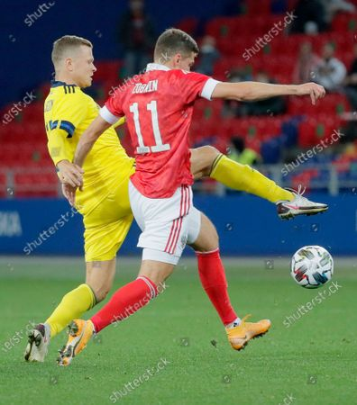Viktor Claesson (L) of Sweden in action against Roman Zobnin (R) of Russia during the international friendly soccer match between Russia and Sweden at VTB Arena in Moscow, Russia, 08 October 2020.