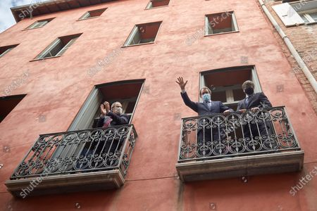 Catalan former presidents Artur Mas (C), Carles Puigdemont (R) and Quim Torra pose for photographers from two balconies of the Generalitat House in Perpignan, France, 09 October 2020. The three read a manifesto coinciding with the visit by Spanish King Felipe VI and Prime Minister Pedro Sanchez to Barcelona in which denounced a 'Spain of the repression' under the monarchy of Felipe VI with three Catalan former presidents that have ended up disqualificated or replaced.