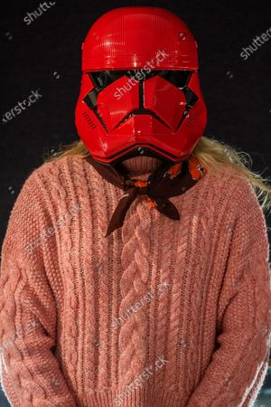 Stock Photo of A screen-used Sith Trooper Helmet from Star Wars: The Rise Of Skywalker (2019), donated to the cause by Lucasfilm. It was created by BAFTA award-winning costume designer Michael Kaplan in a red, distinguishing the new stormtroopers from the classic, white-armoured forces of previous generations, estimate £20,000-30,000 - Preview of Bonhams' Entertainment Memorabilia sale, including a collection to be sold for the benefit of BAFTA, in Knightsbridge.
