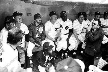 """**FILE PHOTO** Elston Howard, Mickey Mantle, Michael Douglas, Whitey Ford, John Briggs And Ralph Houk In """"My Turn,"""" 1980"""