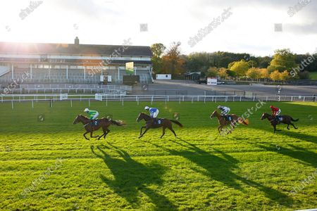 The sun goes down at Chepstow as Auda Me Yang leads winner Knappers Hill and Harry Cobden to victory.