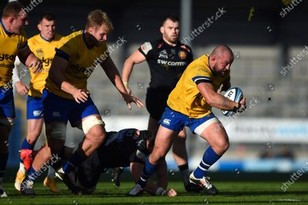 Stock Image of Rhys Priestland of Bath Rugby takes on the Exeter Chiefs defence