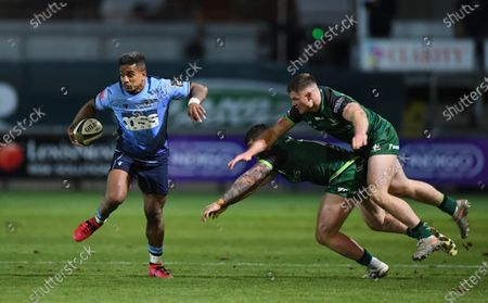 Rey Lee-Lo of Cardiff Blues gets past Sammy Arnold and Peter Sullivan of Connacht.