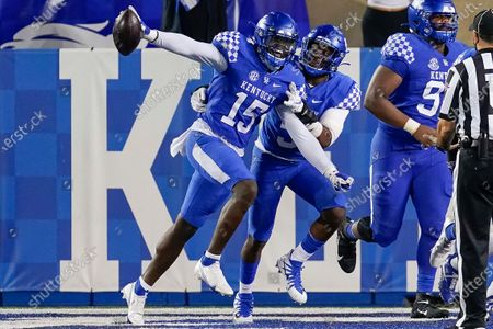 Kentucky linebacker Jordan Wright (15) celebrates after scoring a touchdown during the second half of the team's NCAA college football game against Mississippi State, in Lexington, Ky