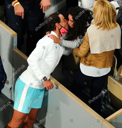 Rafael Nadal kisses his wife, Maria Francisca Perello, after victory in the Men's Singles final