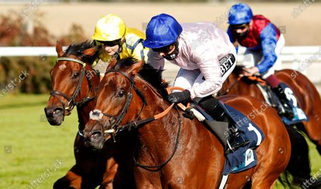 ONASSIS (Hayley Turner) wins The British EBF October Fillies Stakes Goodwood