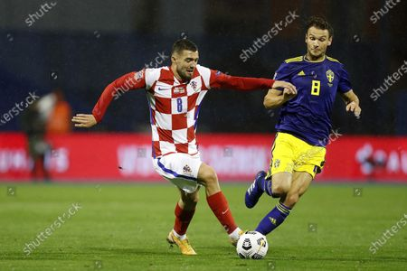 Croatia's Mateo Kovacic, left, fights for the ball with Sweden's Albin Ekdal during the UEFA Nations League soccer match between Croatia and Sweden at the Maksimir stadium in Zagreb, Croatia