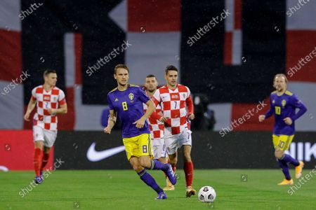 Sweden's Albin Ekdal (L) and Croatia's Josip Brekalo (R) in action during the UEFA Nations League group A3 soccer match between Croatia and Sweden in Split, Croatia, 11 October 2020.
