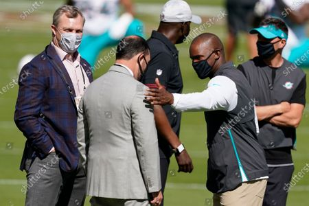 San Francisco 49ers general manager John Lynch, left, meets with owner Jed York, center, and Miami Dolphins head coach Brian Flores before an NFL football game between the 9ers and the Dolphins in Santa Clara, Calif