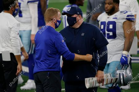 New York Giants offensive coordinator Jason Garrett, left, and Dallas Cowboys head coach Mike McCarthy, right, greet each other after their NFL football game in Arlington, Texas