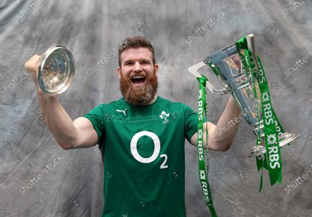 Rugby Players Ireland has today announced that Gordon D'Arcy will join a host of iconic Irish rugby heroes in the Rugby Players Ireland Hall of Fame. D'Arcy joins former teammates from the 2009 Grand Slam winning campaign such as John Hayes (2012), David Wallace (2015) and Ronan O'Gara (2016), while his longstanding centre partner Brian O'Driscoll (2018) also counts amongst an illustrious list. D'Arcy's magnificent career will be celebrated at the Zurich Irish Rugby Players Rugby Awards which will be broadcast on Virgin Media Two at 7:30pm this Saturday. . Leinster Rugby's most capped player, over the course of 17 years in blue, D'Arcy played 257 times for his province, amassing three Heineken Cups, a Challenge Cup and four league titles. An Irish international at 19 having made his debut at the 1999 Rugby World Cup, he established himself on the international stage with a star turn in the Triple Crown triumph of 2004 - a seminal moment in Irish rugby history. D'Arcy would go on to play for his country on 82 occasions. His longevity and resilience was further proved by his role in Ireland's Six Nations triumph of 2014 as the Joe Schmidt era took hold. When D'Arcy retired the following year, he did so as Ireland's longest-serving player.