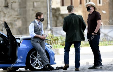 Tom Cruise and director Christopher McQuarrie, with face masks