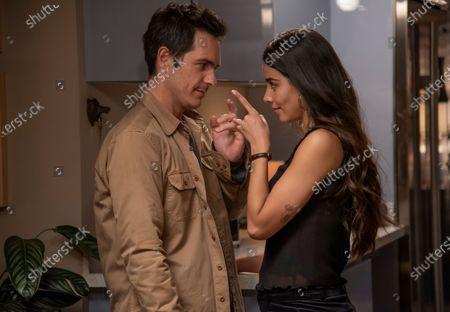 Mauricio Ochmann as Alex and Esmeralda Pimentel