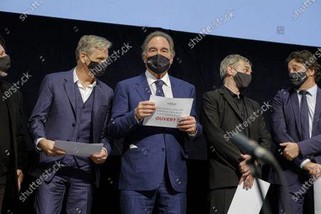Stock Picture of Viggo Mortensen and Oliver Stone
