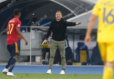 Spain coach Luis Enrique gives instructions to his players during the UEFA Nations League soccer match between Ukraine and Spain at the Olimpiyskiy Stadium in Kyiv, Ukraine, Tuesday, Oct.13, 2020