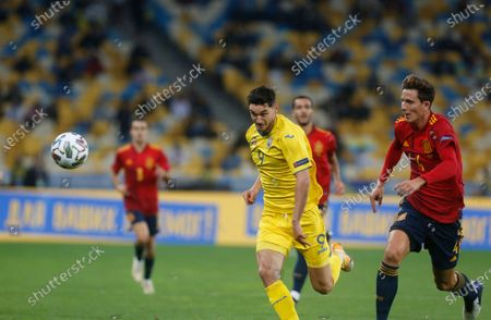 Ukraine's Roman Yaremchuk, left tries to control the ball in front of Spain's Pau Torres during the UEFA Nations League soccer match between Ukraine and Spain at the Olimpiyskiy Stadium in Kyiv, Ukraine, Tuesday, Oct.13, 2020