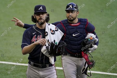 Atlanta Braves starting pitcher Ian Anderson and catcher Travis d'Arnaud walk to the dugout before Game 2 of a baseball National League Championship Series against the Los Angeles Dodgers, in Arlington, Texas