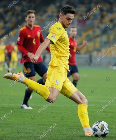 Pau Torres (L) of Spain and Roman Yaremchuk (R) of Ukraine in action during the UEFA Nations League group stage, league A, group 4 soccer match between Ukraine and Spain in Kiev, Ukraine, 13 October 2020.