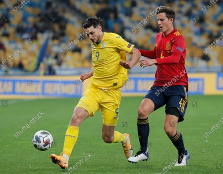Pau Torres (R) of Spain and Roman Yaremchuk (L) of Ukraine in action during the UEFA Nations League group stage, league A, group 4 soccer match between Ukraine and Spain in Kiev, Ukraine, 13 October 2020.