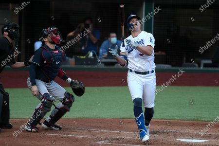 Arlington, Texas, Tuesday, October 13, 2020. Los Angeles Dodgers left fielder Joc Pederson (31) reacts in disgust after hitting a flyable for the third out in the second inning against Atlanta Braves starting pitcher Ian Anderson (48) in game two of the NLCS at Globe Life Field. (Robert Gauthier/ Los Angeles Times)