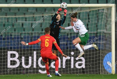 Wayne Hennessey  goalkeeper of Wales (C) in action against Bozhidar Kraev of Bulgaria (R) during the UEFA Nations League group stage, league B, group 4 match between Bulgaria and Wales in Sofia, Bulgaria  14 October 2020.