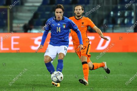 Italy's Federico Chiesa and Netherlands' Daley Blind (R) in action during the UEFA Nations League soccer match between Italy and Netherlands, Bergamo, Italy, 14 October 2020.