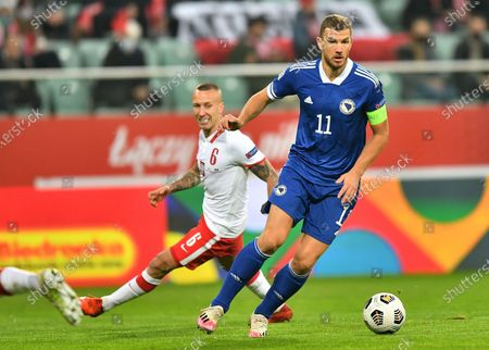 Jacek Goralski (L) of Poland and Edin Dzeko (R) of Bosnia and Herzegovina in action during the UEFA Nations League soccer match between Poland and Bosnia and Herzegovina in Wroclaw, western Poland, 14 October 2020.