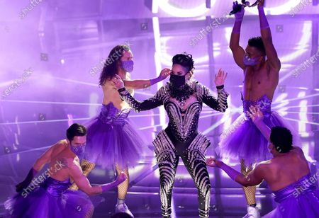 "Ivy Queen, center, performs ""Yo Perreo Sola"" at the Billboard Music Awards, at the Dolby Theatre in Los Angeles"