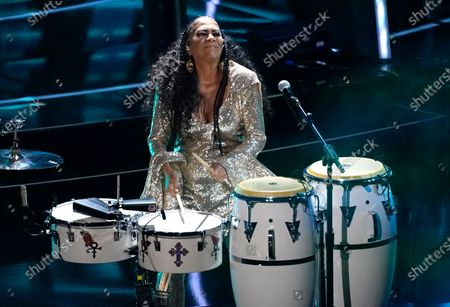 """Sheila E. performs """"Higher Love"""" at the Billboard Music Awards, at the Dolby Theatre in Los Angeles"""