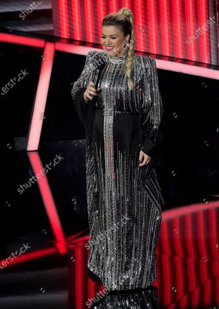 Host Kelly Clarkson speaks at the Billboard Music Awards, at the Dolby Theatre in Los Angeles