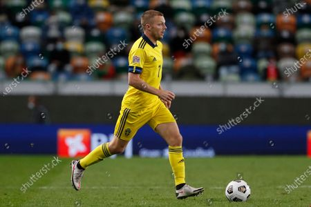 Sweden's Sebastian Larsson runs with the ball during the UEFA Nations League soccer match between Portugal and Sweden at the Jose Alvalade stadium in Lisbon