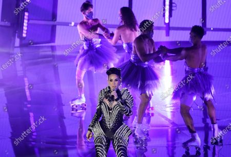 "Ivy Queen performs ""Yo Perreo Sola"" at the Billboard Music Awards, at the Dolby Theatre in Los Angeles"