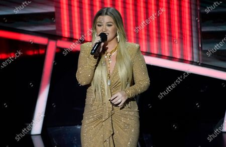 Host Kelly Clarkson performs at the Billboard Music Awards, at the Dolby Theatre in Los Angeles