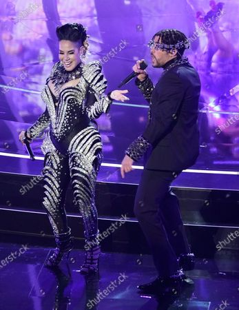"Ivy Queen, left, and Bad Bunny perform ""Yo Perreo Sola"" at the Billboard Music Awards, at the Dolby Theatre in Los Angeles"