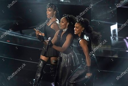 """Stock Photo of Rhona Bennett, from left, Terry Ellis and Cindy Herron, from En Vogue, perform """"Free Your Mind"""" at the Billboard Music Awards, at the Dolby Theatre in Los Angeles"""
