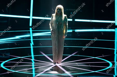 """Host Kelly Clarkson performs """"Higher Love"""" at the Billboard Music Awards, at the Dolby Theatre in Los Angeles"""