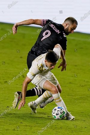 Inter Miami attacker Gonzalo Higuain (9) and Atlanta United midfielder Luis Castro battle for the ball during the first half of an MLS soccer match, in Fort Lauderdale, Fla