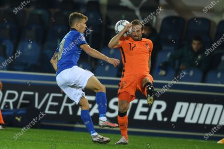 """Daley Blind (Netherlands)Nicolo Barella (Italy)                       during the Uefa """"Nations League 2020-2021"""" match between Italy 1-1 Neterlands   at Gewiss Stadium in Bergamo, Italy."""