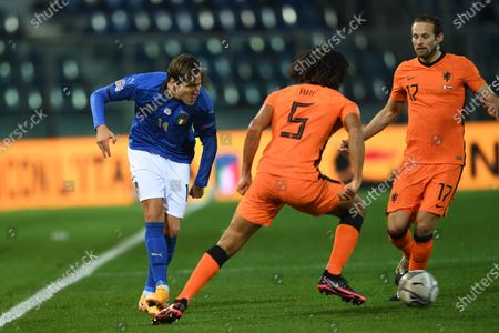 """Federico Chiesa (Italy)Nathan Ake (Netherlands)Daley Blind (Netherlands)                       during the Uefa """"Nations League 2020-2021"""" match between Italy 1-1 Neterlands   at Gewiss Stadium in Bergamo, Italy."""