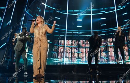 Kelly Clarkson performs during the 2020 Billboard Music Awards held at the Dolby Theatre in Hollywood, CA. (Andrew Gombert / Los Angeles Times)