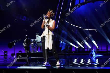 Brandy performs during the 2020 Billboard Music Awards held at the Dolby Theatre in Hollywood, CA. (Andrew Gombert / Los Angeles Times)