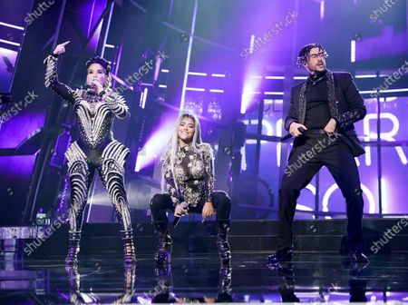 "Ivy Queen, Nesi, and Bad Bunny perform ""Yo Perreo Sola"" during the 2020 Billboard Music Awards held at the Dolby Theatre in Hollywood, CA. (Andrew Gombert / Los Angeles Times)"