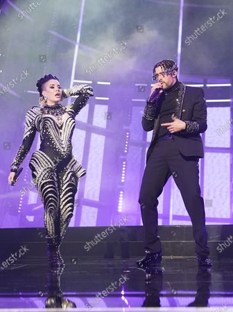 "Ivy Queen and Bad Bunny perform ""Yo Perreo Sola"" during the 2020 Billboard Music Awards held at the Dolby Theatre in Hollywood, CA. (Andrew Gombert / Los Angeles Times)"