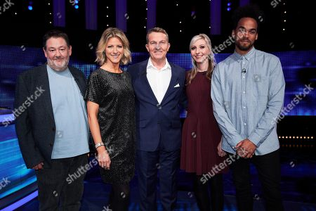 (L-R) Johnny Vegas, Jacqui Oakley, Bradley Walsh, Fallon Sherrock and Devin Griffin