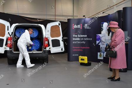 Queen Elizabeth II (R) views a demonstration of a Forensic Explosives Investigation with a model explosive device in a vehicle at the Energetics Analysis Centre as they visit the Defence Science and Technology Laboratory (Dstl) at Porton Down science park near Salisbury, southern England, on October 15, 2020.
