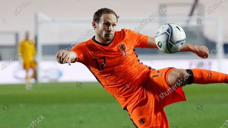 Netherlands' Daley Blind kicks the ball during the UEFA Nations League soccer match between Italy and Netherlands at Azzurri d'Italia stadium in Bergamo, Italy