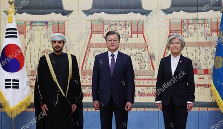 South Korean President Moon Jae-in (C), South Korean Foreign Minister Kang Kyung-wha (R) and new Oman Ambassador to South Korea Al-Saadi Zakariya Hamed Hilal (L) pose for photos during a ceremony to receive the envoy's credentials at the presidential office Cheong Wa Dae in Seoul, South Korea, 16 October 2020.